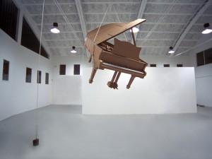 Chris Gilmour, Piano Steinway, dimensioni reali, cartone riciclato e colla, 2011, courtesy MarcoRossiartecontemporanea